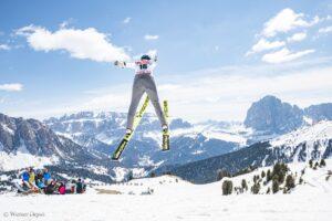 Włosi zmierzyli się na skoczni zbudowanej tylko ze śniegu. Padło 70 metrów [WIDEO]