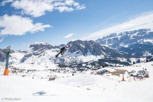 ValGardena Dolomity skoczniazesniegu fotWernerDejori2 300x200 - Włosi zmierzyli się na skoczni zbudowanej tylko ze śniegu. Padło 70 metrów [WIDEO]