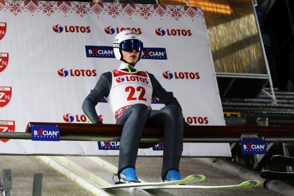 Pierwsze zagraniczne skoki polskich juniorów. Trenerzy Kwiatkowski i Kot oceniają start w Estonii