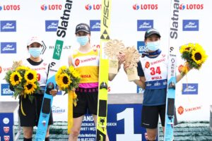 Takanashi Bogataj Maruyama Wisla2021 podium fotJuliaPiatkowska 300x200 - LGP Pań Wisła: Bogataj odpiera atak Takanashi i wygrywa, Konderla z życiowym wynikiem