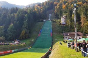 Ljubno FISSkiJumpingWorldCup 300x200 - FIS Cup Ljubno: 66 skoczków i 44 skoczkinie na starcie. Będzie zdobywczyni Kryształowej Kuli (zapowiedź)