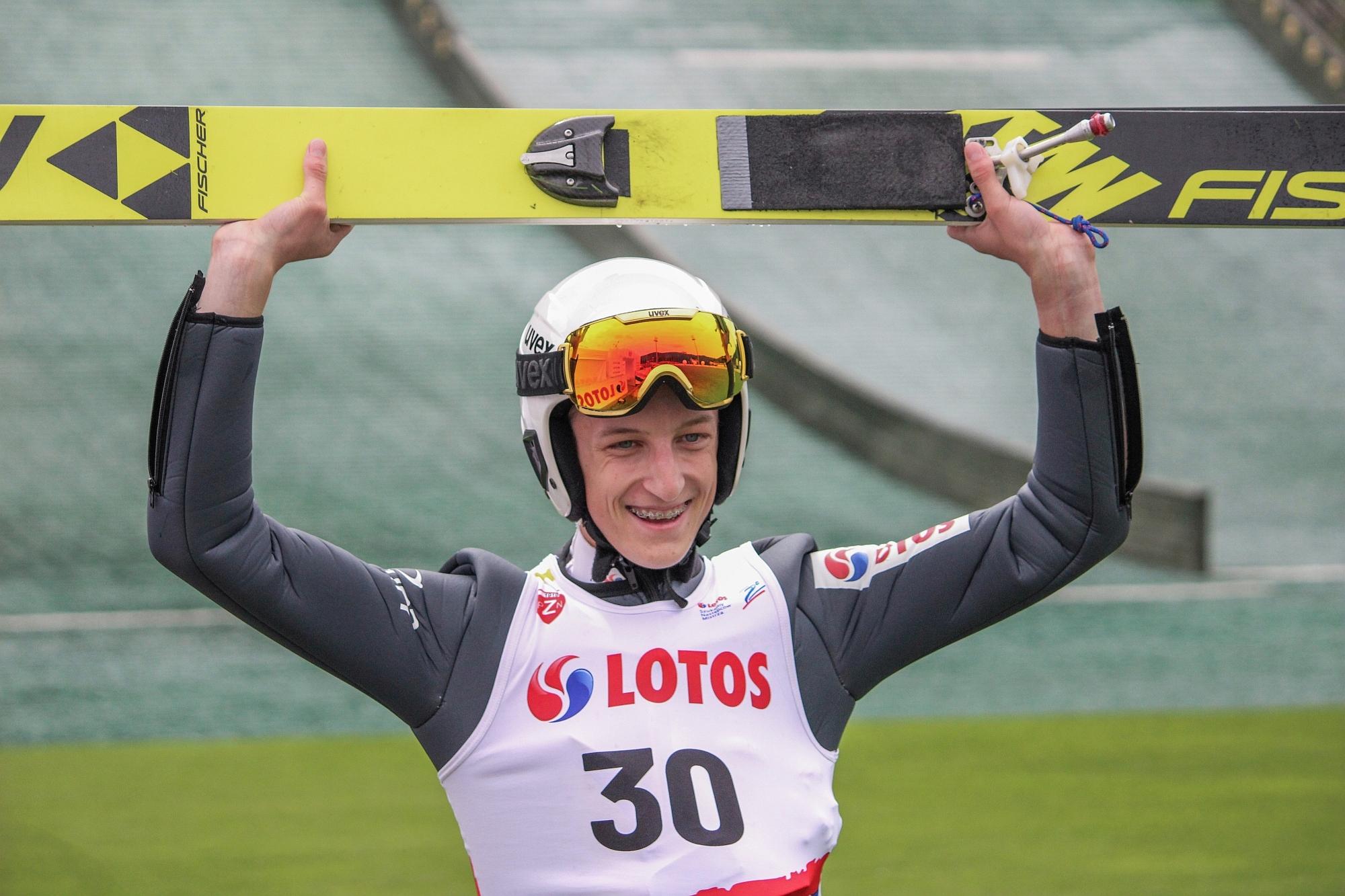 You are currently viewing Bohaterowie LOTOS Cup w Szczyrku. Zwycięski powrót Jojko, świetne skoki Wróbla [FOTORELACJA]