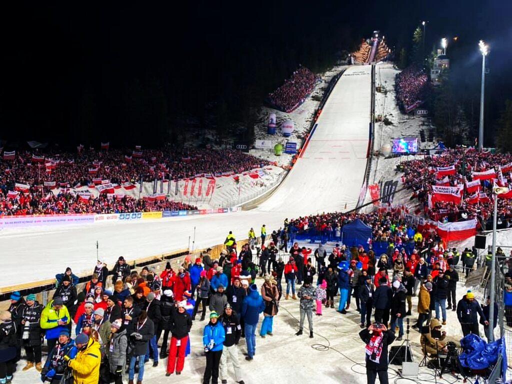 Read more about the article Ruszyła sprzedaż biletów na Puchar Świata w Zakopanem! Ceny poszły w górę